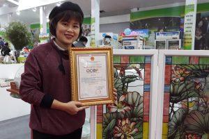 Nghệ nhân Bùi Thị Hải Hà Nhận Quyết Định OCOP Của Thành Phố